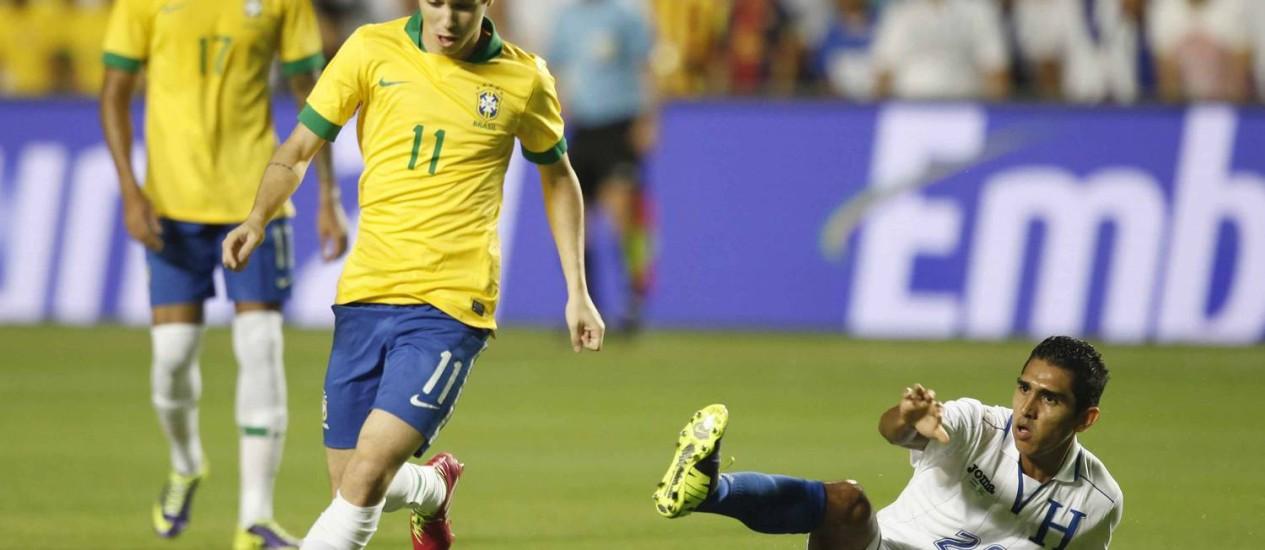 Oscar ganhou a confiança de Felipão na seleção e de José Mourinho no Chelsea Foto: CBF / Divulgação