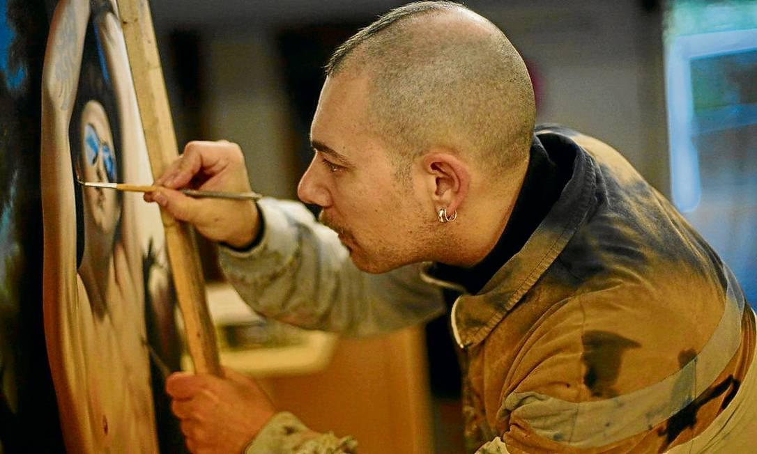 Inédito. O artista italiano Angelo Volpe exibe suas obras durante um mês na Uerj: primeira vez no Brasil Foto: divulgação