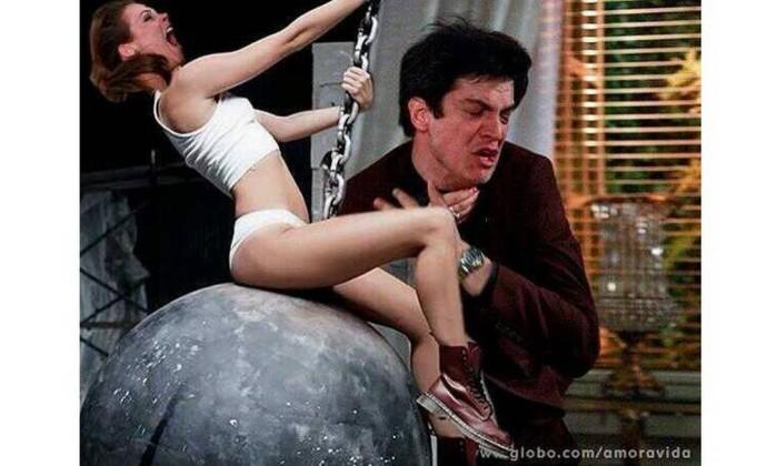 Miley Cyrus aproveita para atropelar Félix com sua 'wrecking ball' Reprodução da web