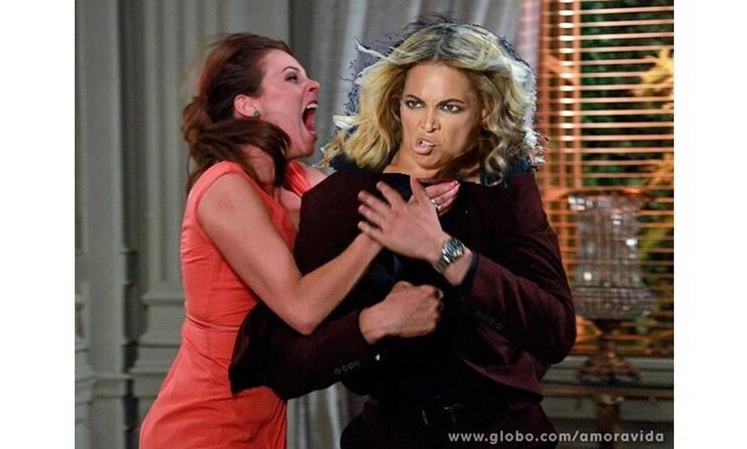 Foto nada lisonjeira de Beyoncé em sua apresentação no Super Bowl é usada na montagem deste meme Reprodução da web