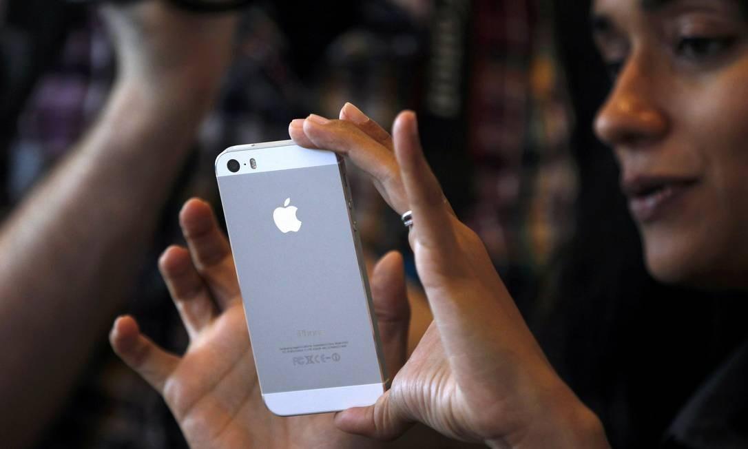 Versão prata do novo iPhone 5S Foto: STEPHEN LAM / REUTERS