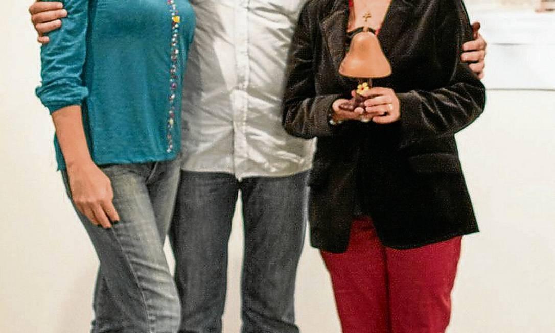 Criadores. Andrea (de verde) com o produtor Marcelo Pellegrino e a coordenadora Tamine Maria Elmôr Foto: Divulgação/Jean Yoshii