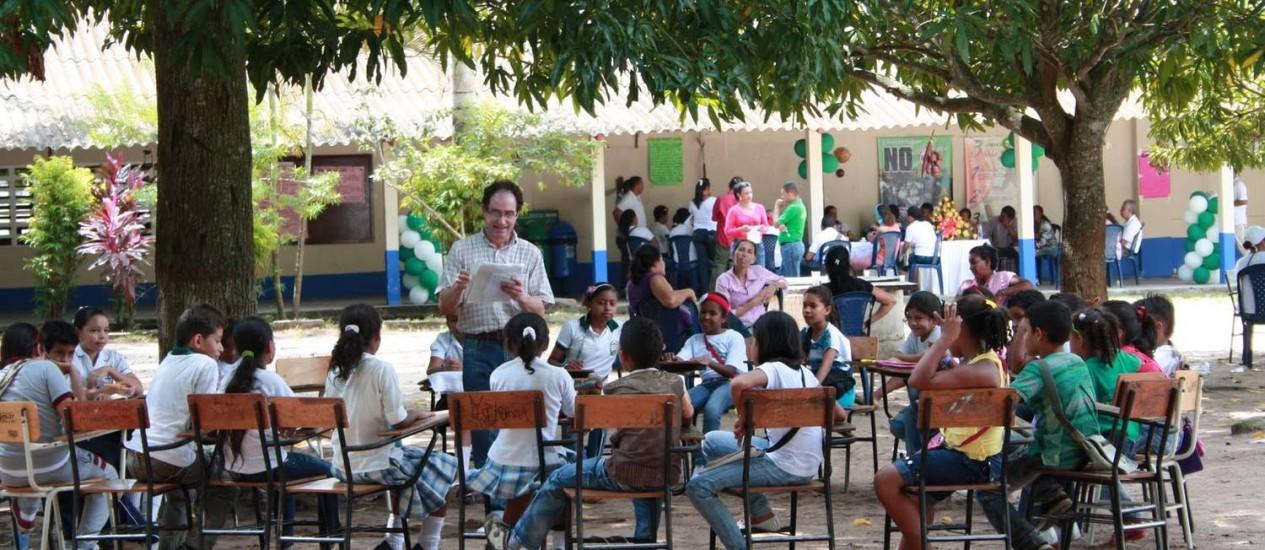 """Olhar infantil. Javier Naranjo, autor de """"Casa das estrelas"""": livro é resultado de curso de criação literária na Colômbia Foto: Divulgação"""