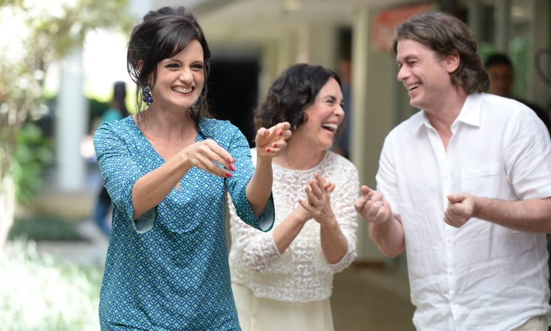 Regina Duarte, Denise Fraga e Fábio Assunção esbanjam bom humor em gravação Foto: TV Globo/ Zé Paulo Cardeal