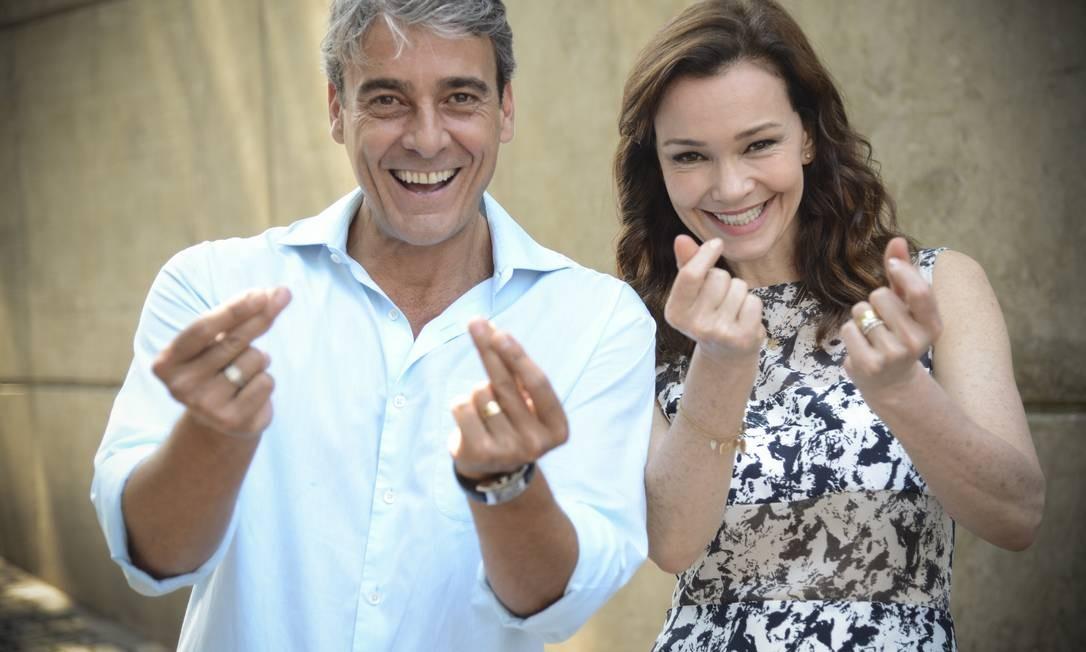 Alexandre Borges e Julia Lemmertz no estalo de dedos para gravação Foto: TV Globo/ Raphael Dias