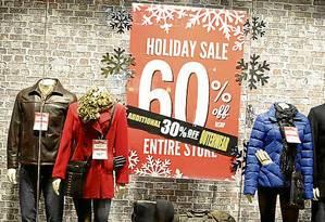No Sawgrass, nos arredores de Miami, lojas já antecipam as promoções, que melhoram na Black Friday Foto: Cristina Massari / O Globo