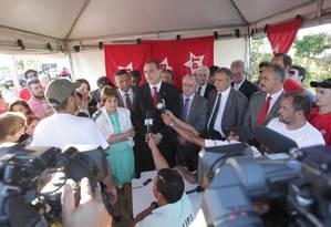 Parlamentares da Bancada do PT dão entrevista após visitar mensaleiros na Papuda, em Brasília Foto: Givaldo Barbosa / O Globo