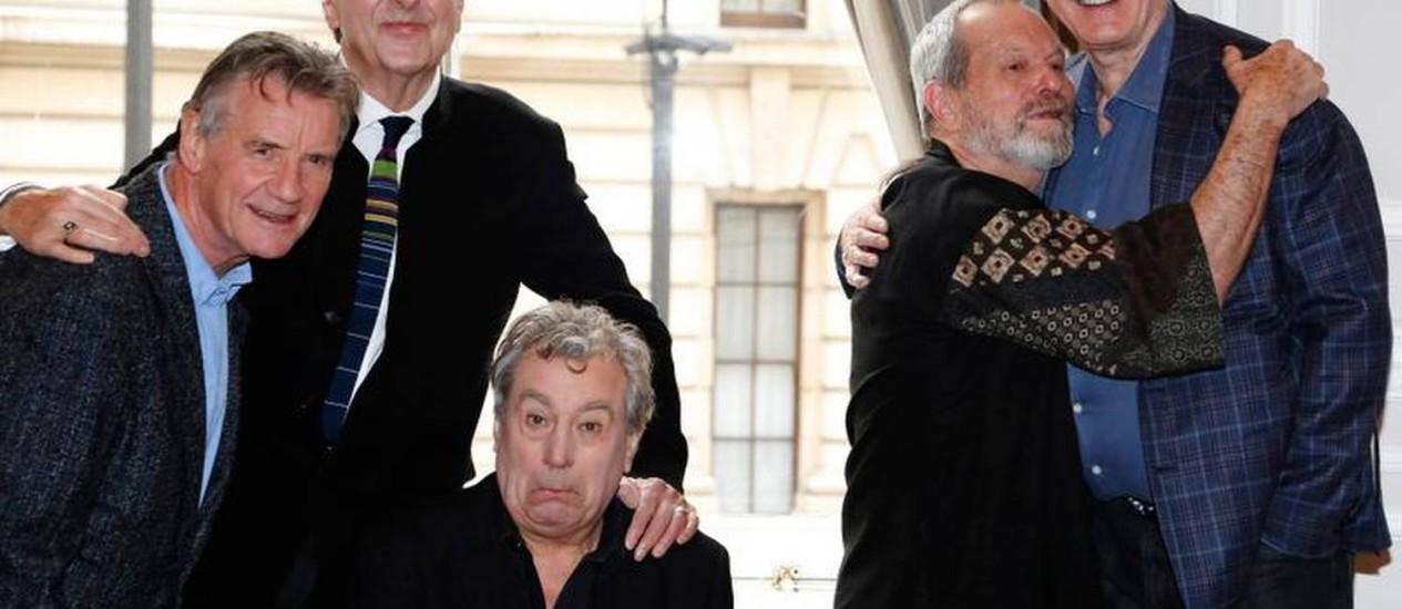Da esquerda para a direita, Michael Palin, Eric Idle, Terry Jones, Terry Gilliam e John Cleese, que reunirão o mítico grupo de humor Monty Python em 2014 Foto: Reuters