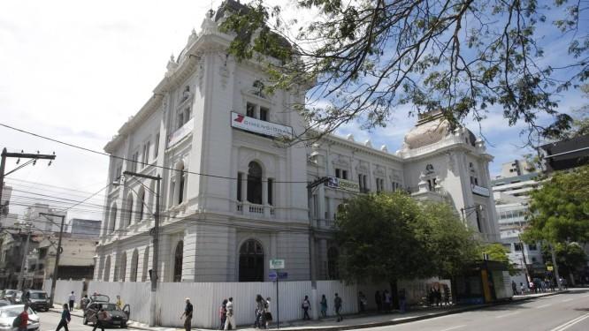 Em obras. O prédio histórico do Palácio dos Correios, que passa por reforma há dois anos Foto: Eduardo Naddar / Eduardo Naddar