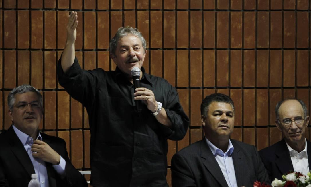 Lula discursa em Santo André, onde participou de encontro do PT com prefeitos da sigla no estado de São Paulo Foto: Michel Filho / Agência O Globo