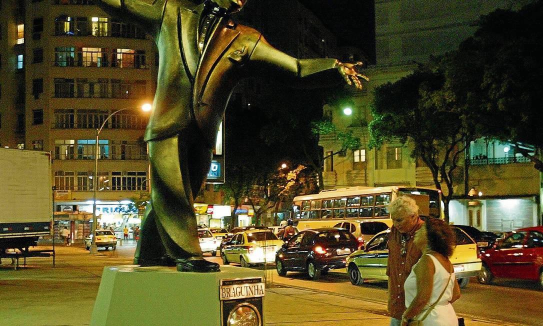 Estátua de Braguinha: para professor, perdida no espaço urbano Foto: Gabriel de Paiva / Agência O Globo