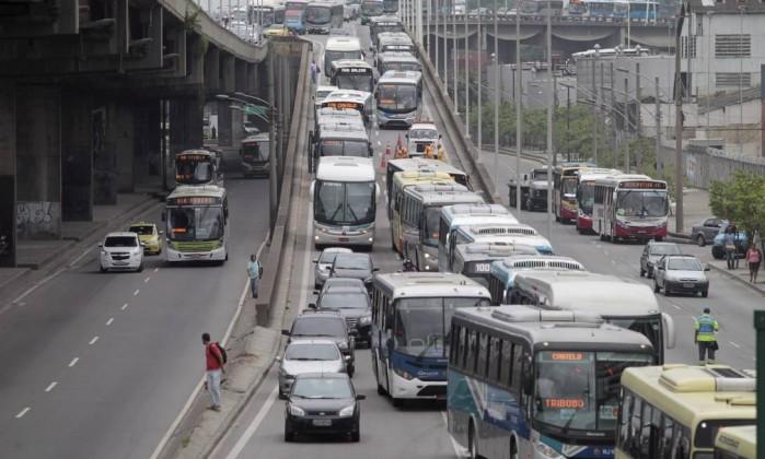 Trânsito ficou congestionado na chegada ao Rio Bruno Gonzalez / Extra / Agência O Globo