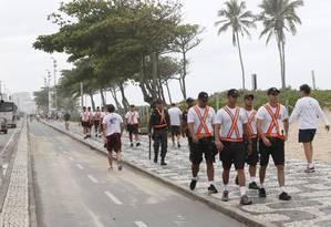 Policiamento reforçado na Praia de Ipanema, na altura do Posto 10 Foto: Simone Marinho / O Globo