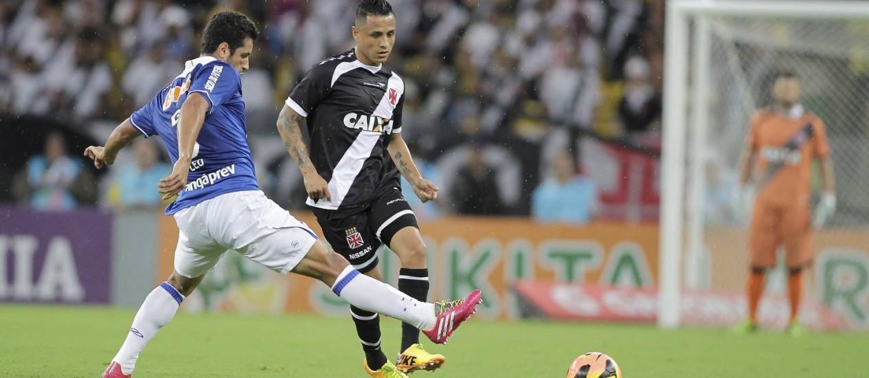 Vasco x Cruzeiro, no Maracanã: STJD vai analisar o jogo, devido a suspeitas de que a equipe mineira teria facilitado para perder Foto: Urbano Erbiste / Agência O Globo