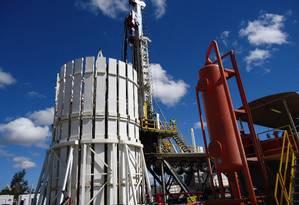 Gás em terra firme: sonda utilizada na perfuração de poços exploratórios da Petra Energia, na Bacia do São Francisco, em Minas Gerais Foto: Terceiro / Divulgação