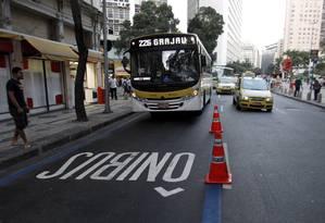 Ônibus anda com exclusividade no Corredor BRS Carioca-Estácio Foto: Bruno Gonzalez / Agência O Globo