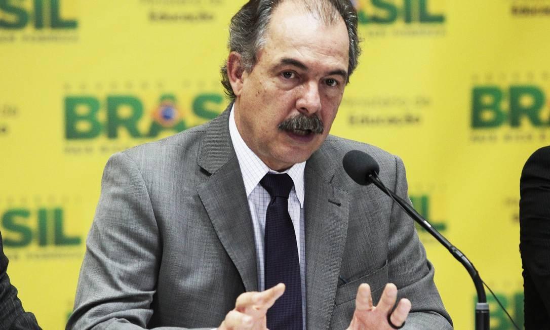 O ministro da Educação, Aloizio Mercadante, anunciou a divulgação de dados do Enem em Brasília Foto: Jorge William / Agência O Globo
