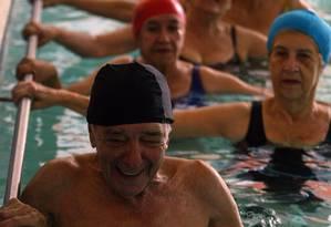 Fazer exercícios é a melhor forma de prevenir doenças, principalmente para idosos Foto: Hudson Pontes/12-04-2005