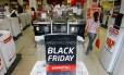 Movimento da promoção Black Friday no Centro do Rio
