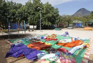 Prefeitura interdita brinquedos 'pula-pula' na Lagoa Foto: Pablo Jacob / Agência O Globo