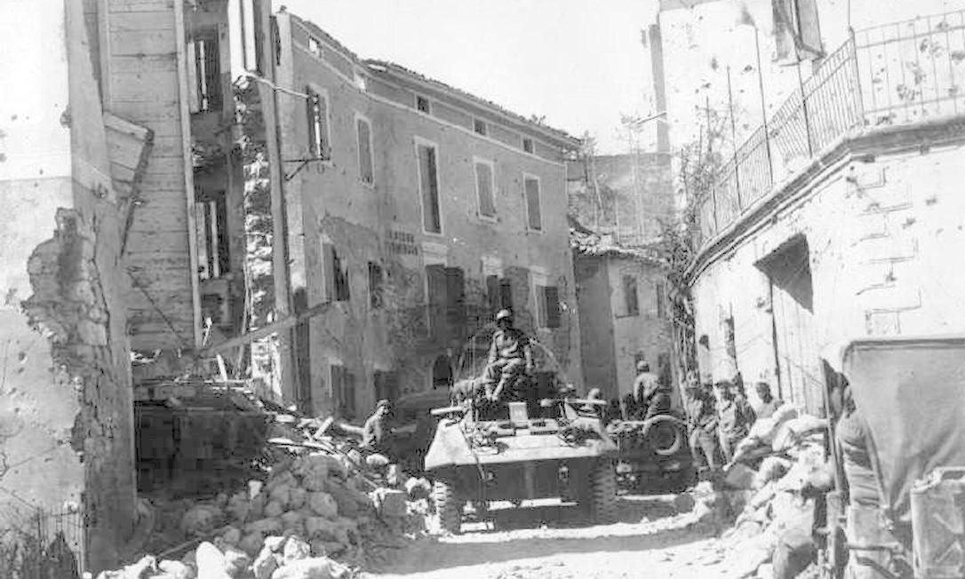 Soldados do esquadrão após a tomada da cidade de Camaiore, em setembro de 1944. Foto: Museu Militar Capitão Pitaluga / Divulgação