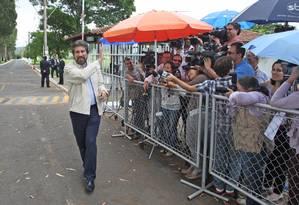 Presidente do PMDB, Valdir Raupp fala com jornalistas após reunião de membros do partido com a presidente Dilma Foto: André Coelho / O Globo