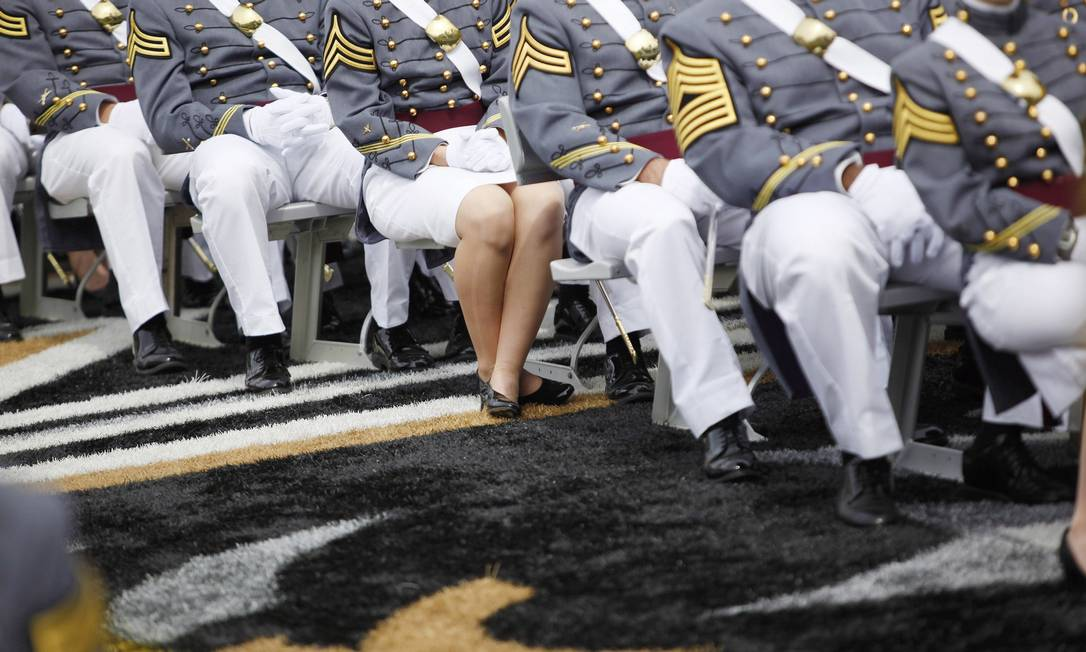 <bold>Mal sem rosto</bold>. Recrutas americanos em formatura na base militar de West Point: apenas uma minoria dos milhares de homens que sofrem abusos sexuais nas Forças Armadas dos EUA a cada ano prestam queixas contra agressores<252,1> Foto: Terceiro / NYT/22-5-2010