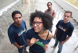 Thaís Moreira, Caio Matos, Lucas Rodrigues e Marcos Fernando, do coletivo Jovem Expressão, participaram da pesquisa Foto: O Globo / André Coelho