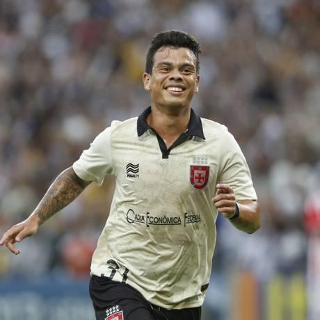 Bernardo comemora gol do Vasco sobre o Náutico no Maracanã Foto: Ivo Gonzalez / Agência O Globo