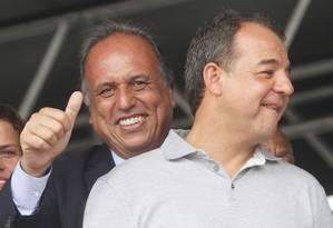 Sérgio Cabral e Pezão, ao participarem de inauguração de maternidade Foto: O Globo / Alexandro Auler
