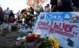 Homenagens no local do acidente com Paul Walker