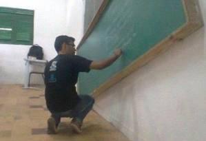 Professor de escola pública na Paraíba usa quadro tombado Foto: Reprodução do Facebook