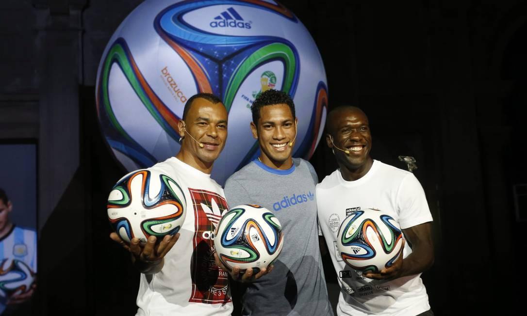 Bola da Copa do Mundo é lançada no Rio
