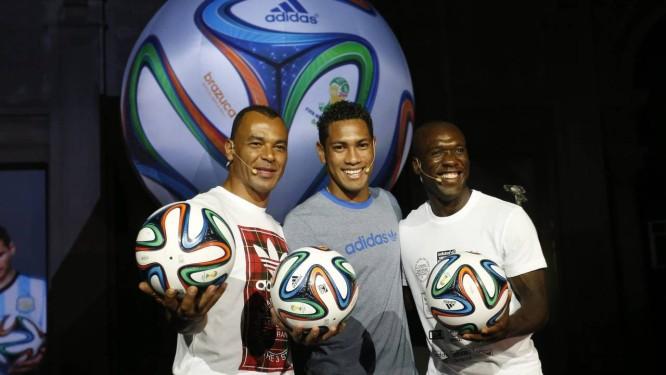 Bola da Copa do Mundo é lançada no Rio - Jornal O Globo 4b8c13efcba4f