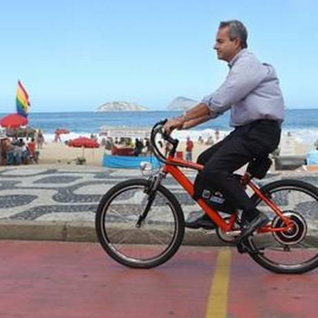 Bicicletas elétricas estão livres para circular em qualquer via do Rio Foto: Márcia Foletto / Agência O Globo