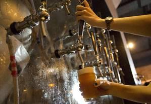 Água no chope: preços de bebidas têm subido mais do que a inflação geral Foto: Mônica Imbuzeiro/12-11-2013