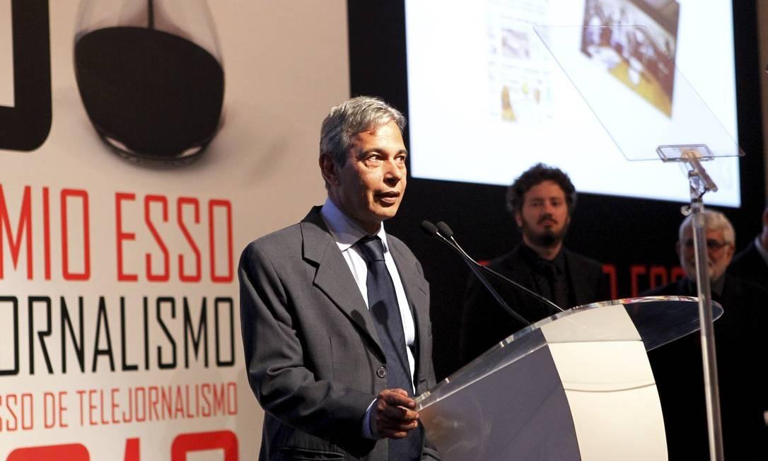 No discurso de agradecimento, o jornalista do GLOBO José Casado lembrou da censura na ditadura militar Foto: Marcelo Piu / Agência O Globo