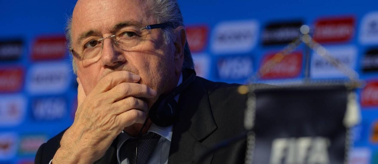 Joseph Blatter quer ajuda divina para estádios brasileiros ficarem prontos Foto: NELSON ALMEIDA / AFP