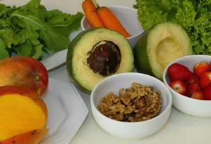 Alimentação ricas em frutas, vegetais, peixes e nozes sai mais cara que a formada por alimentos processados Foto: BERG SILVA