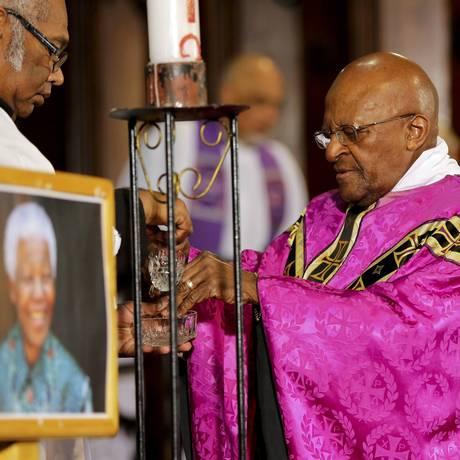 Desmond Tutu celebra missa na catedral da Cidade do Cabo Foto: STRINGER / REUTERS