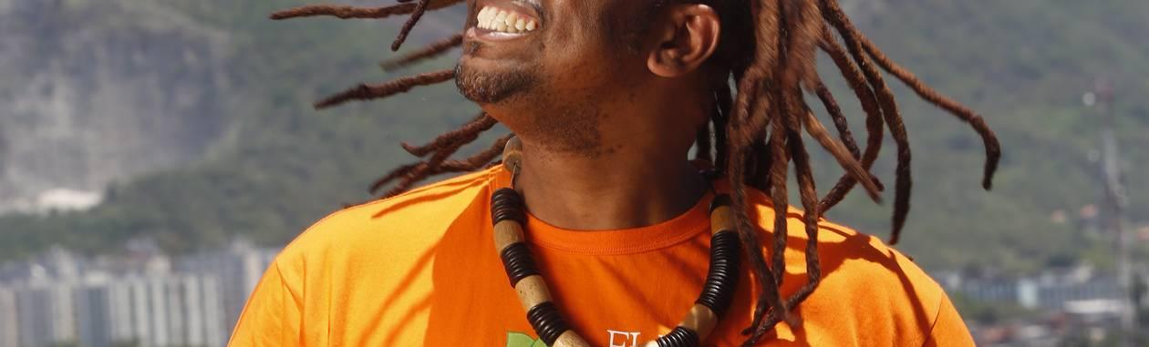 <br /> George Cleber, mais conhecido como Binho Cultura, é o agitador cultural de Bangu<br /> Foto: Ana Branco / Agência O Globo