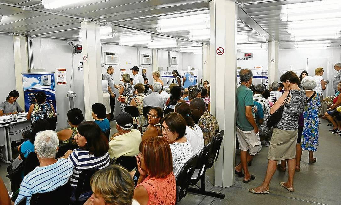 Atendimento no posto do Terminal João Goulart: filas menores Foto: Paula Giolito / Agência O Globo