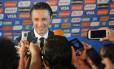 O técnico da Croácia, Niko Kovac, fala com a imprensa na Costa do Sauipe