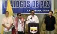 Principal negociador das Forças Armadas Revolucionárias da Colômbia (Farc), Ivan Marquez, faz anúncio ao lado de seus companheiros Pablo Catatumbo, Jesus Santrich e Yuri Camargo em Havana