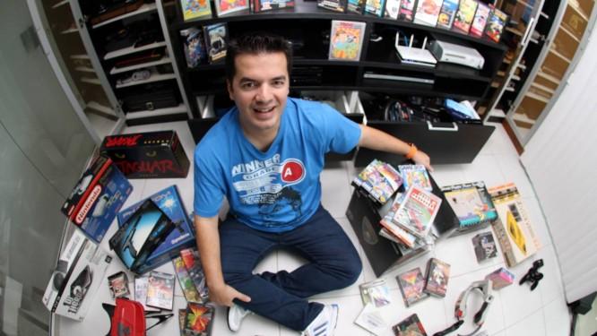 Marcelo Tavares é o criador do Brasil Game Show, maior feira de jogos eletrônicos da América Latina, e tem coleção de mais de trezentos consoles e três mil games Foto: Arquivo Pessoal