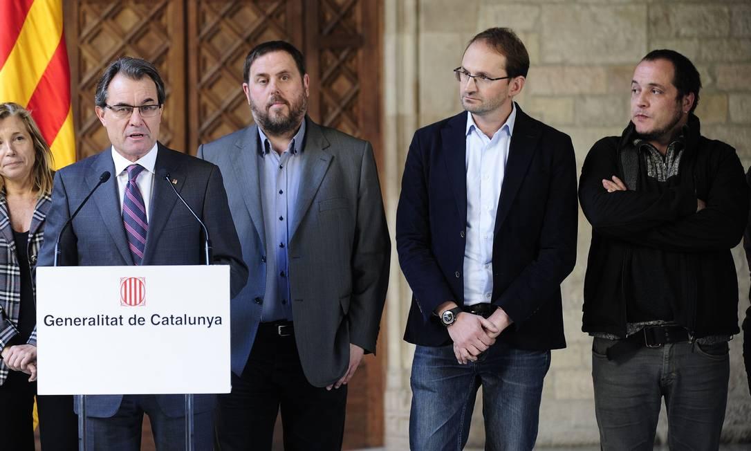 Em Barcelona, Artur Mas anuncia acordo sobre referendo Foto: JOSEP LAGO / AFP
