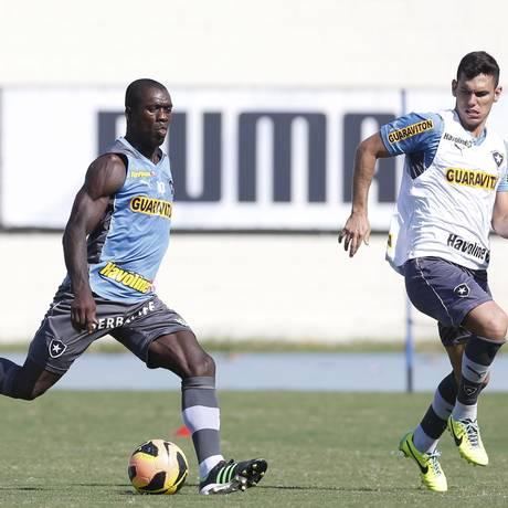 O Botafogo de Seedorf deve se reapresentar antes do previsto para se preparar para o jogo em Quito, que deve acontecer no fim de janeiro Foto: Alexandre Cassiano / O Globo