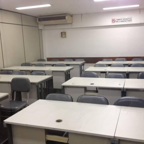 Laboratório de informática da UniverCidade em Ipanema vazio desde a semana passada, quando os computadores foram retirados Foto: Foto de Leitor