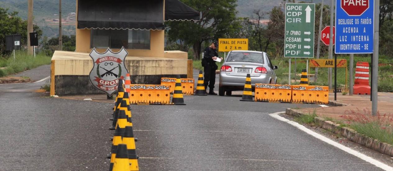 Entrada do posto de fiscalização do Complexo Penitenciário da Papuda, em Brasília Foto: O Globo / Givaldo Barbosa