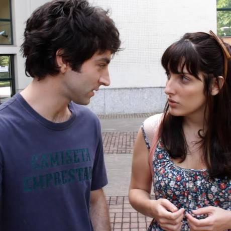 Clara (Clarice Falcão) e Guilherme (Rodrigo Pandolfo) em cena de